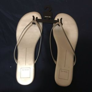 NEW Dolce Vita Silver Thong Sandals
